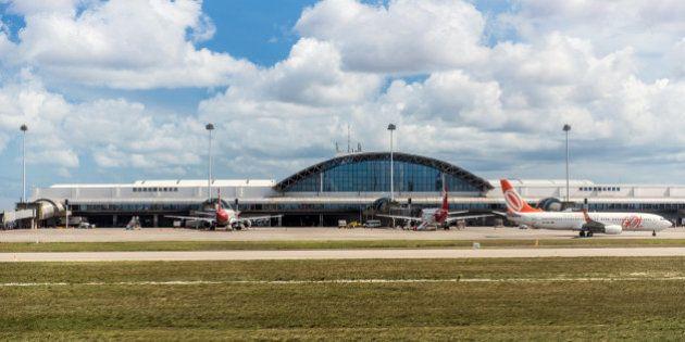 Mondial 2014: l'aéroport de Fortaleza improvise un terminal sous une tente à cause des retards pris par...