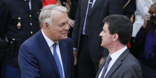 Jean-Marc Ayrault tacle Manuel Valls sur le 49-3 et les