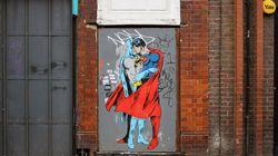 Superman et Batman s'embrassent pour l'égalité à New
