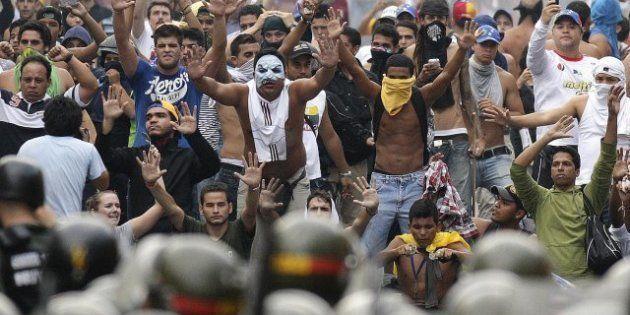 Vénézuela: des milliers de manifestants contre l'élection de Maduro, Capriles qualifié de