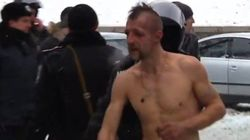 Ukraine: les autorités s'excusent après une vidéo montrant un homme nu maltraité par la