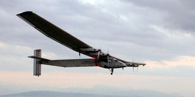 Solar Impulse 2 a décollé pour sa longue traversée du
