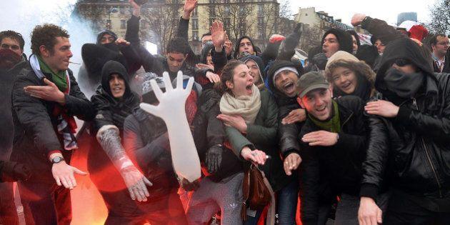 Jour de colère: quenelles et saluts nazis dans les rues de