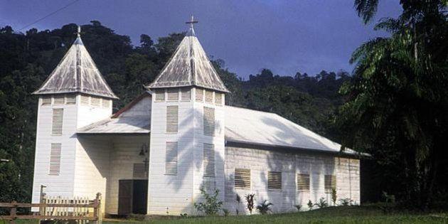 Guyane : un prêtre soupçonné de pédophilie et signalé par son évêque placé en garde à