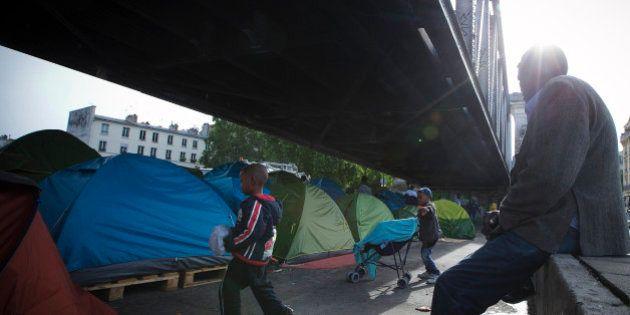 Migrants: un camp installé à La Chapelle, dans le nord de Paris, évacué par la