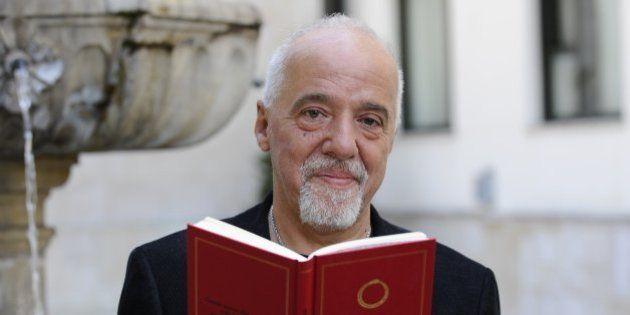 VIDÉOS. Paulo Coelho: l'écrivain brésilien, star du Salon du Livre 2015 et icône de la culture