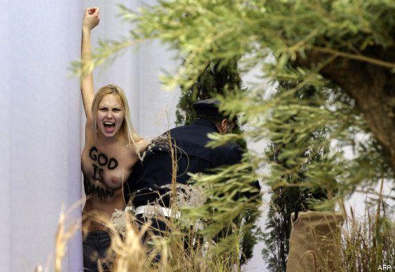 Une Femen s'introduit dans la crèche du Vatican et kidnappe le petit