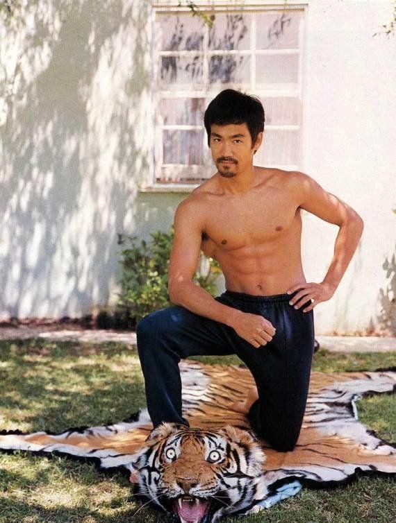PHOTOS. Bruce Lee: un cliché de l'acteur détourné par les