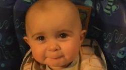 Un bébé ému aux larmes par la chanson de sa