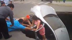 Un trou happe leur voiture, ils sont secourus par des
