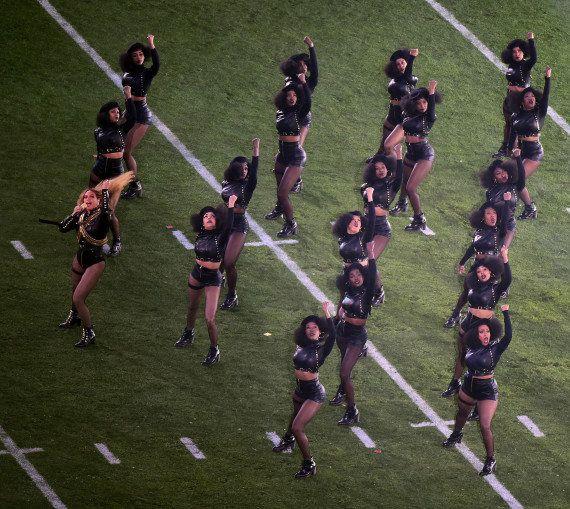 PHOTOS. Beyoncé a rendu hommage aux Black Panther à la mi-temps du Super Bowl