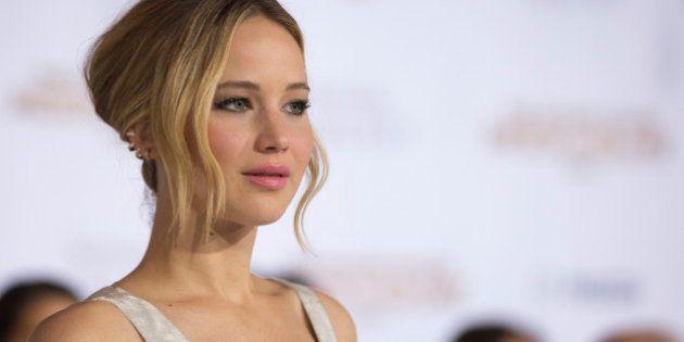 Jennifer Lawrence rend visite à des enfants malades pour