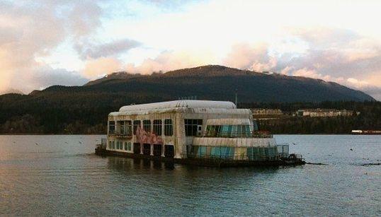 Ce McDonald's flotte depuis 30 ans dans une baie de