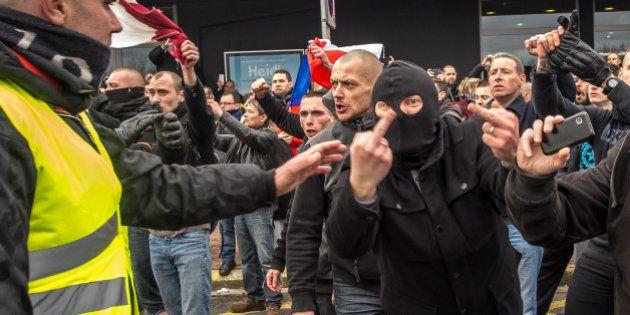 Jusqu'à trois mois de prison ferme pour les manifestants anti-migrants de