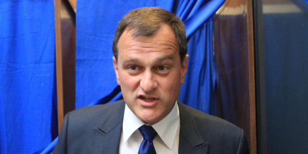 Des militants du Front national exclus pour avoir mis du laxatif dans le vin de Louis