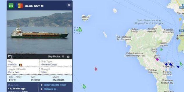 Grèce: les 900 migrants à la dérive sur un cargo sont arrivés à bon port en