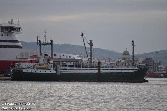 L'Ezadeen, un nouveau cargo avec 450 migrants a été abandonné au large des côtes italiennes par