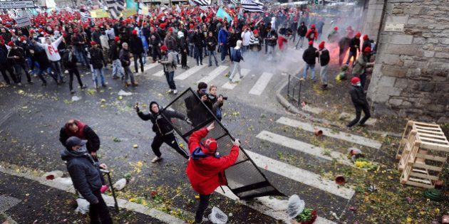 PHOTOS. Manifestation en Bretagne: affrontements à Quimper, un portique écotaxe