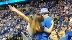 Cette jeune fille va regretter d'avoir dansé pendant ce match de