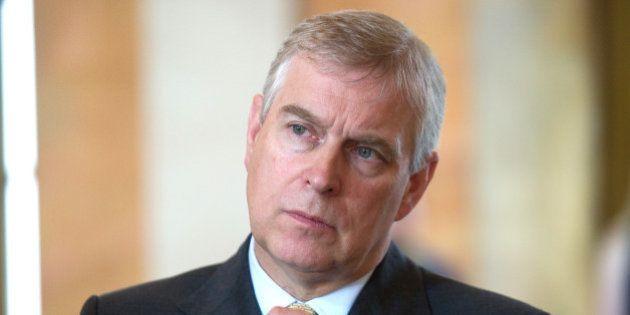 Le prince Andrew cité dans une affaire d'esclavage sexuel, Buckingham Palace