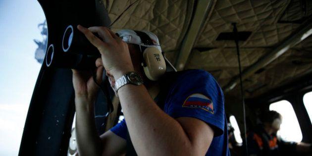 Vol d'AirAsia: la queue de l'avion retrouvée en mer, les boîtes noires peut-être à