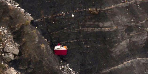 Crash de l'avion A320 de Germanwings: un des pilotes coincé hors du cockpit pendant la chute de