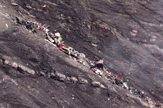 Crash de l'avion A320 de Germanwings: les différentes hypothèses pour expliquer le drame (et celles qui...