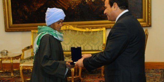 Pour nourrir sa famille, l'Égyptienne Sisa Abu Daooh s'habille en homme depuis plus de 40