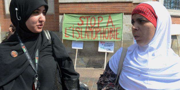 Une musulmane enceinte rouée de coups parce qu'elle portait un