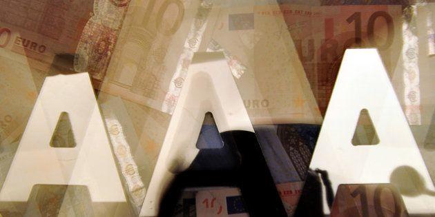 La note de la France dégradée par Standard & Poor's: onze pays sont toujours notés
