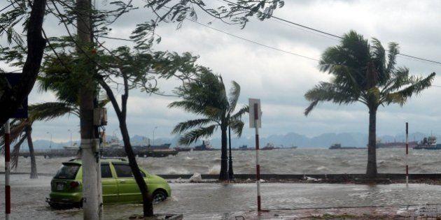 Le typhon Haiyan affaibli, frappe le Vietnam après les