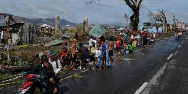 Typhon Haiyan: Pillages et désolation et ambiance de fin du monde aux