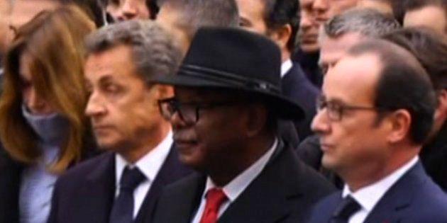 VIDÉO. Sarkozy a-t-il joué des coudes pour se retrouver au premier rang lors de la marche républicaine