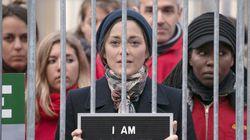 Marion Cotillard se met en cage pour soutenir