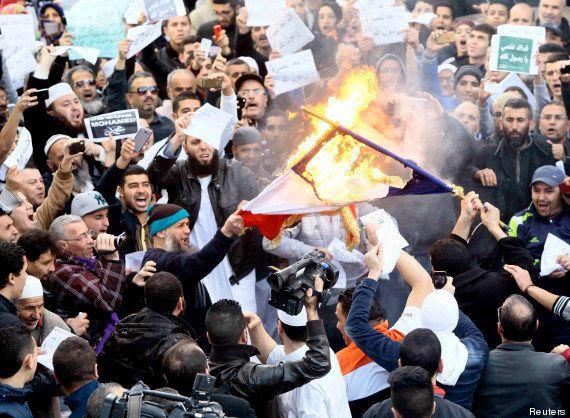 Émeutes anti-Charlie Hebdo : François Hollande dénonce des comportements