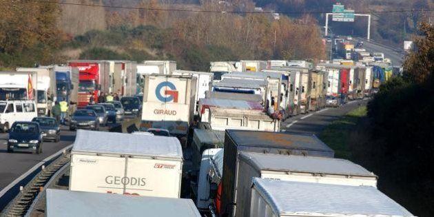 Grève des routiers: opérations escargot, blocages de raffineries et d'usines, ce qui vous attend à partir...