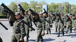 700 soldats russes sont entrés en Ukraine ce lundi, selon