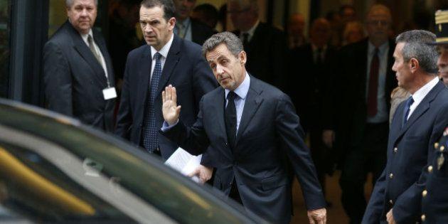 Sarkozy se dit prêt à se lancer dans le monde des affaires mais n'exclut pas un retour en