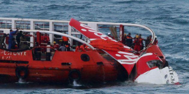 AirAsia: 4 nouveaux corps repêchés, échec des opérations de récupération du fuselage de
