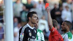 Ronaldo boxe un adversaire puis se fait