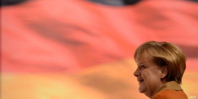 Allemagne: Angela Merkel conclut un accord de coalition SPD/CDU/CSU avec les