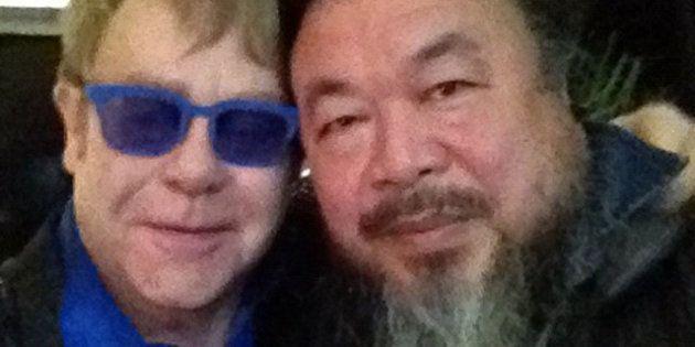 VIDÉOS. En Chine, Elton John dédicace son concert à l'artiste dissident Ai