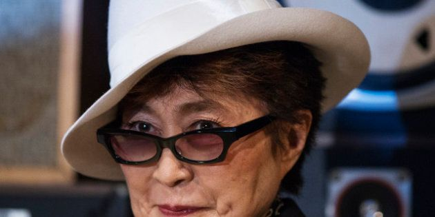 PHOTOS. Yoko Ono se lance dans la mode avec une ligne de vêtements inspirée de John
