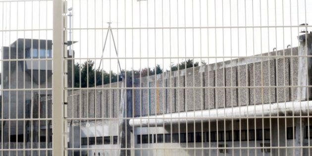 Manifestation des membres du personnel pénitentiaire de Fleury-Mérogis après une