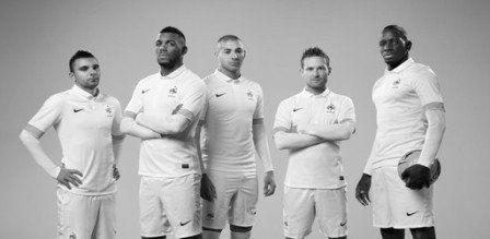 Football: Les Bleus abandonnent la marinière -