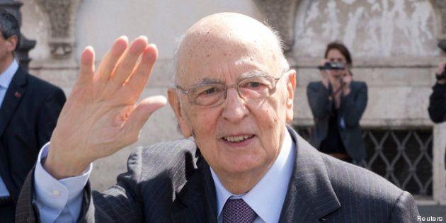 Election présidentielle en Italie: le président Napolitano accepte de se