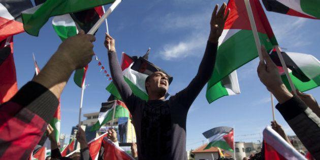 Abbas rentre en héros, Israël bloque des fonds pour les Palestiniens et confirme de nouvelles