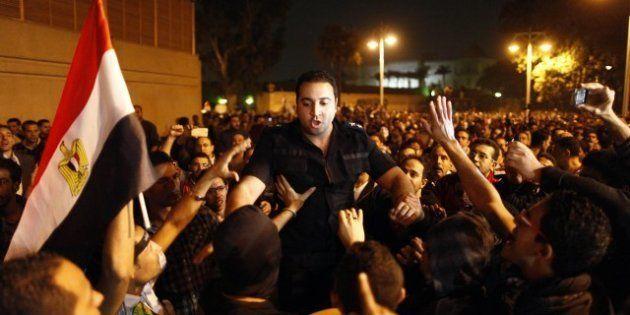 Égypte: le palais du Président Mohamed Morsi encerclé par des dizaines de milliers de manifestants.