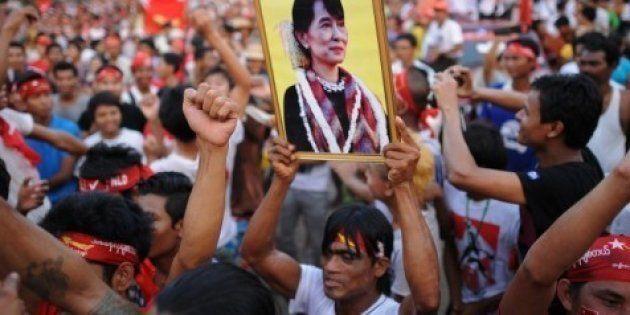 Birmanie, élection: Aung San Suu Kyi devrait entrer au Parlement -