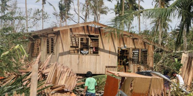 VIDÉOS. Le passage du typhon Bopha fait au moins 475 morts aux